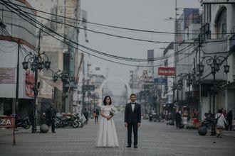 sesi-foto-pre-wedding-yang-seru-di-jalanan-kota-bandung-11-rJE8JWZlu.jpg