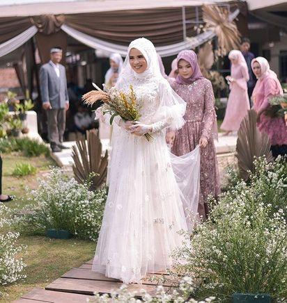 20 Hijab Wedding Dress Inspirations For Modest Brides Bridestory Blog